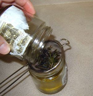 How to make Infused Oil4.jpg